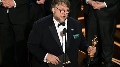 """""""Форма воды"""" оказался самым кассовым """"лучшим фильмом"""" за пять лет"""