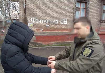 На Донбассе задержана женщина, переоформлявшая пустые квартиры в Донецке на боевиков