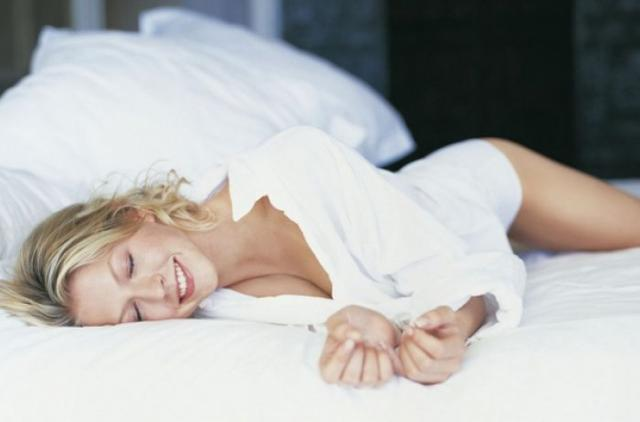 Узнайте, на каком боку рекомендуют спать врачи