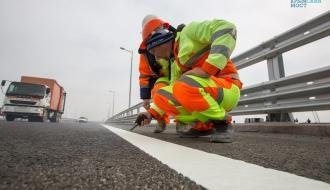 На Керченском мосту началось нанесение дорожной разметки