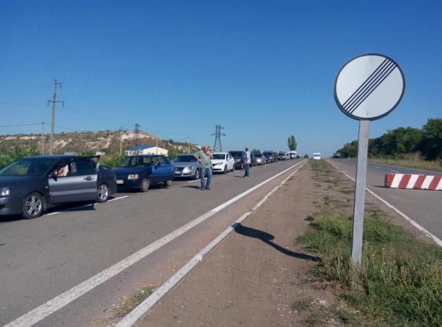 КПВВ Донбасса: очереди опять скопились в одном направлении