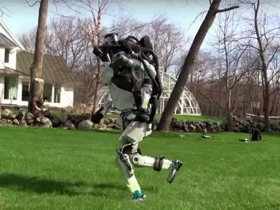 Boston Dynamics вывела своего двуногого робота на утреннюю пробежку (ВИДЕО)