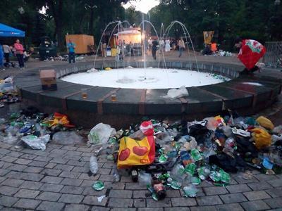 """Финал Лиги чемпионов """"подарил"""" Киеву более 4 тысяч тонн мусора"""