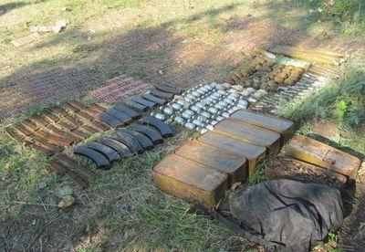 На Донбассе нашли взрывоопасный арсенал