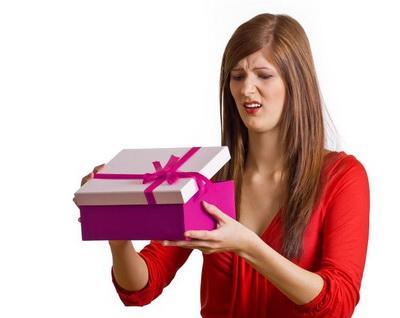 Одним подаркам радуйся, но других — берегись! Никогда не принимай эти 7 вещей в подарок!