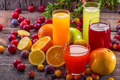Названы популярные напитки, не утоляющие жажду