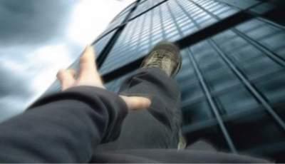 В Китае ребенок выпал с 17-го этажа и не получил травм