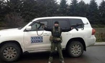 Вооруженные боевики «ДНР» не пропускают наблюдателей СММ ОБСЕ и обыскивают из машины