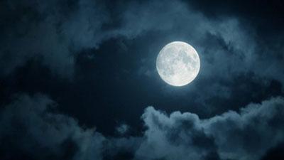 Уфологи в шоке: на Луне заметили неизвестных существ