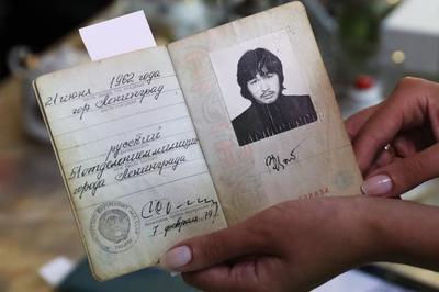 Паспорт Виктора Цоя продали за девять миллионов рублей