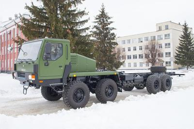 КрАЗ выпустил новый 8-колесный тягач для ВСУ