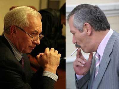 Николай Азаров и Виктор Пинзеник считают, что не стоит рассчитывать на помощь извне.