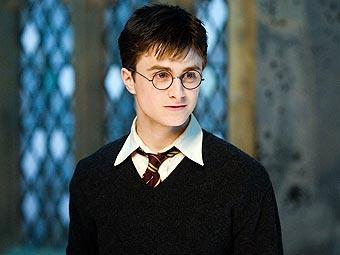 """Поттер в школе волшебства. Кадр из фильма """"Гарри Поттер и Орден Феникса""""."""
