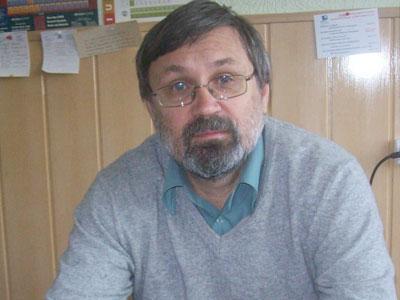 Алексей Капустин в рабочем кабинете в Мариуполе.